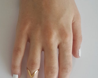 Gold V ring - Stacking rings - Chevron ring - Mid ring - Knuckle ring - delicate pinky rings - dainty ring - Arrow ring - minimal jewelry