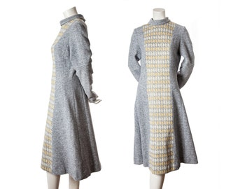 Vintage sweater dress -- winter weight maxi dress -- 1960s long sleeve houndstooth mod dress -- grey and yellow dress -- size large / xl
