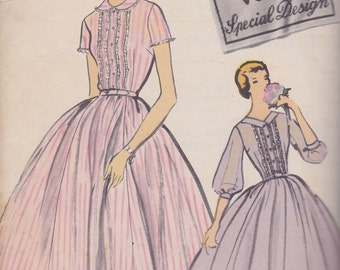 1957 Graceful, Tucked & Lace Trimmed Full Skirted Shirtwaist Dress Vintage Pattern, Vogue Special Design S-4779, Rockabilly, Mad Men Betty
