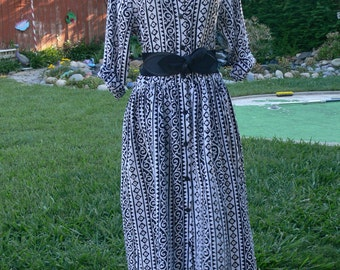 black and white rayon dress size large