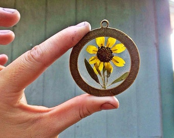 Real Flower Necklace. Preserved Miniature Sunflower enclosed in Clear Casting Resin, Large Round Pendant. Nature Inspired Necklace.