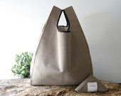 Unisex tote bag handmade in cotton taupe color / lunch bag for men and for woman / minimal bag united color / capacious grocery bag