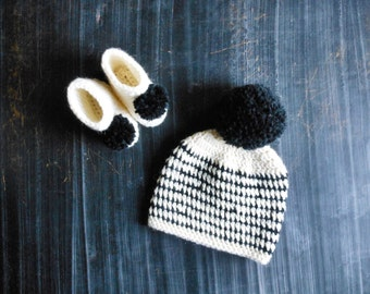 black and white newborn or 3 months baby hat & bootie set // crochet infant striped pompom baby shower gift set
