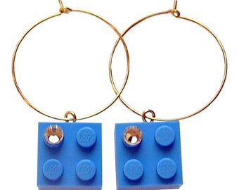 Light Blue LEGO (R) brick 2x2 with a Diamond color SWAROVSKI crystal on a Silver/Gold plated hoop