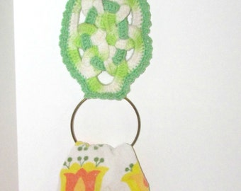 SALE!!!  Vintage Owl Macrame Towel Rack, Wall Hanging, Green White, 1970's Decor, Whoo Whoooo, Handmade Towel Holder