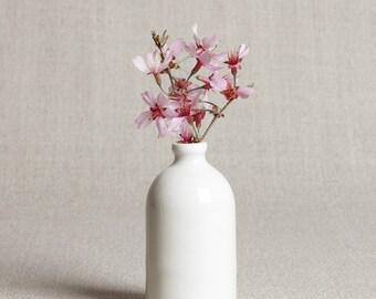 White Minimalist Bud Vase