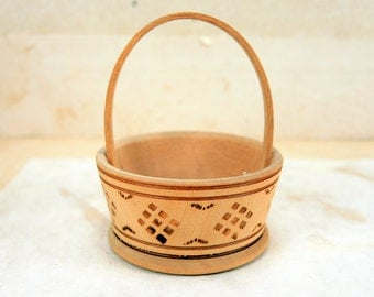 Sweet small wooden basket with geometric pattern