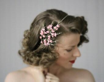 "Pink Floral Headband, Flower Headpiece, 1950s Hair Accessory, Light Pink Hair Piece, Vintage Spring Hair - ""Heather Fields Aflower"""