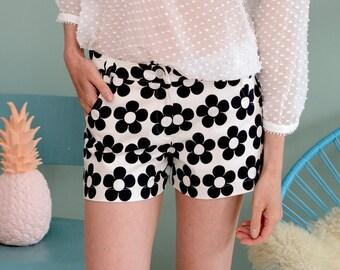 "Retro 60ies shorts ""SWEENY"" in black-cream"
