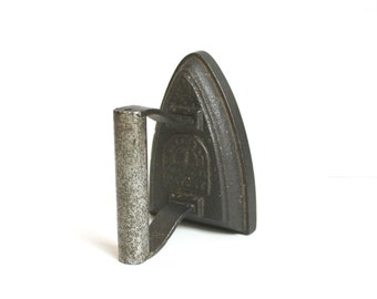 Old Dutch Vintage Metal Iron