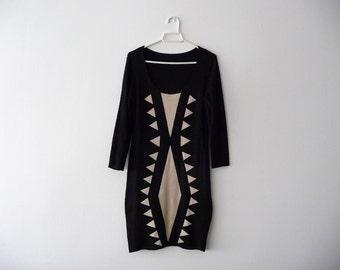 Black and white fitted dress. Geometric print dress