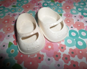 "DOLL CLOTHES 1 3/4""  Doll Shoes Vintage 50's White Plastic May Janes BOWS"