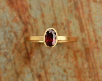 18k ring with garnet