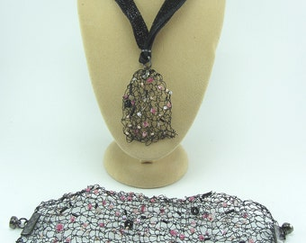 Black and pink knitted wire jewellery set, Hand knitted necklace, Hand knitted bracelet, Jewellery