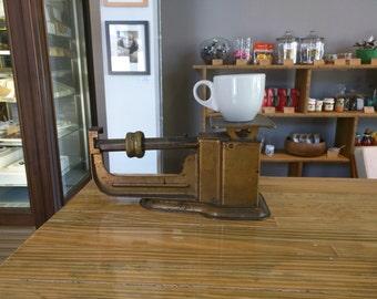 Vintage Functioning Triner  9oz Scale