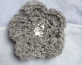 Grey Pin, Flower Pin, Grey Flower Jewellery, Flower Jewellery, Grey Wool Brooch, Grey Yarn Brooch, Flower Brooch, Yarn Pin, Wool Pin