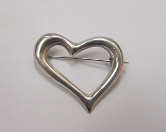 Vintage Sterling Silver Heart Pin Item W # 153