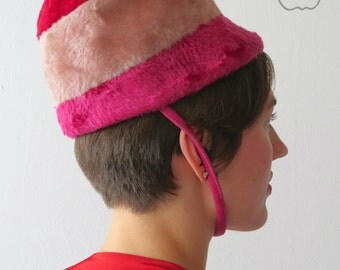 Vintage 1960s Berry Sorbetto Mod Helmet Hat - Space Age Stewardess Cap - Pink Red Colorblock - Faux Fur Wool Felt - Adolfo II