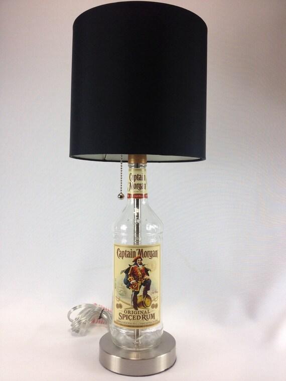 captain morgan lik r flasche lampe mit geb rstetem silber. Black Bedroom Furniture Sets. Home Design Ideas