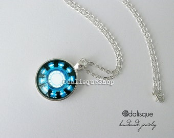 Iron Man Necklace Arc Reactor Pendant Tony Stark Armor Suit Jewelry Avengers Blue Power Keyring Round Glass Silver CS09