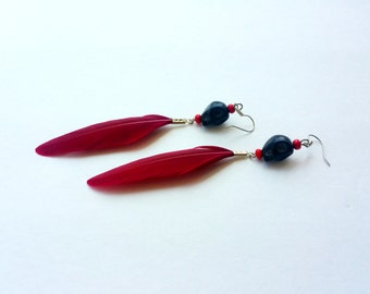 Linda Calavera feather earrings-Dark red (skull feather earrings, dia de los muertos, day of the dead, dark red feathers)