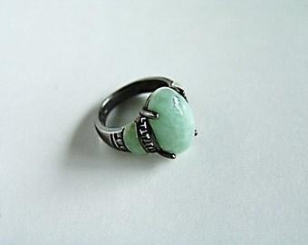 Empress Ring - Vintage/Estate Item in Mint Green Marbled Jadeite and Antiqued Sterling Silver Base, Size 8