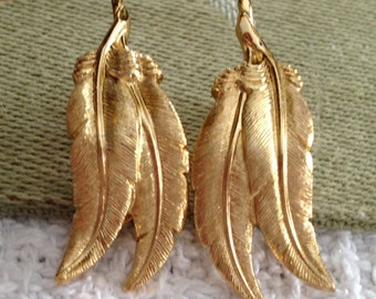 Vintage Monet Feather Clip On Earrings, Monet Gold Feather  Clip On Earrings, Gold Feather Earrings