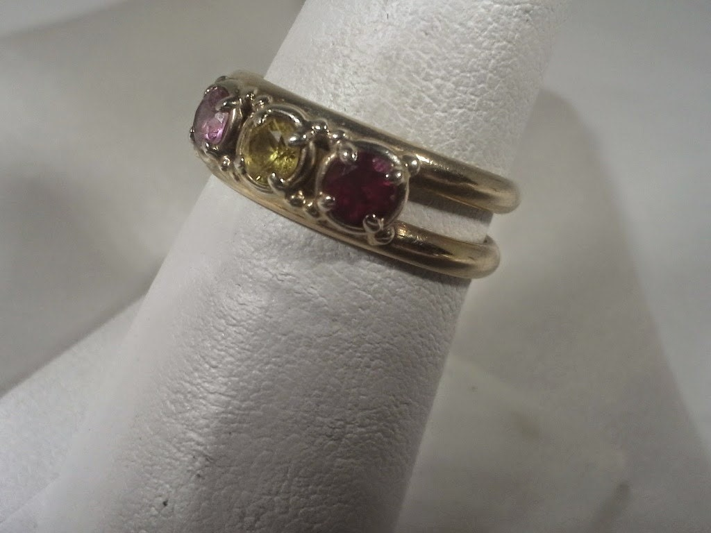 vintage 14k gold mothers three stone ring with ruby citrine. Black Bedroom Furniture Sets. Home Design Ideas