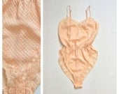 80s PEACH High Cut Romper Delicate Lace Step In Lacey Trimmed Teddy Womens Onesie XS Small Medium Nightie Bodysuit Cheeky Revealing SWEET
