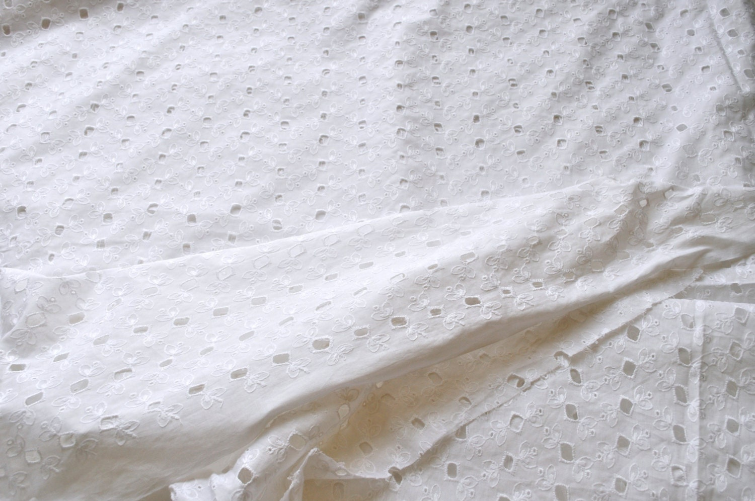 Top quality white cotton eyelet fabric self embroidered
