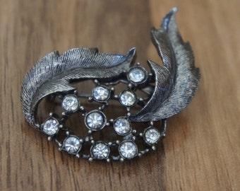 Vintage Jewelry Brooch Pin   Design Leaves Flowers Silver  CZ Rhinestones  L-004
