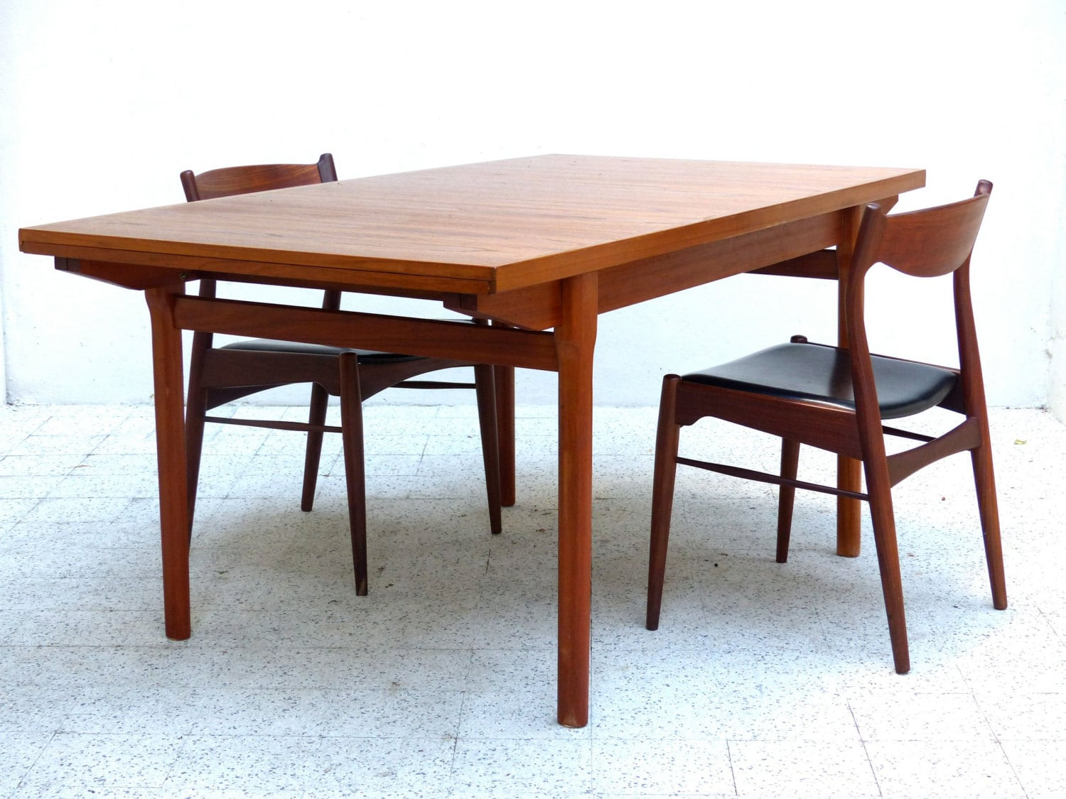 Table scandinave vintage en teck haute juice for Table haute scandinave