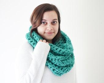 crochet hood, mint cowl, chunky scarf, crochet cowl, wool cowl, wool circle scarf, chunky infinity, green scarf / Mini Gwen / Mint