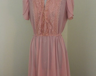 Vintage Women's dress, dusty pink or rose, great detail on sleeves