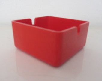 Small Italian red melanine square ashtrey - 1980s