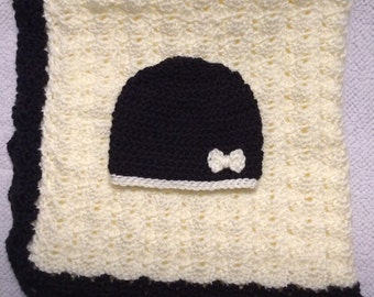 Black and cream blanket and hat set