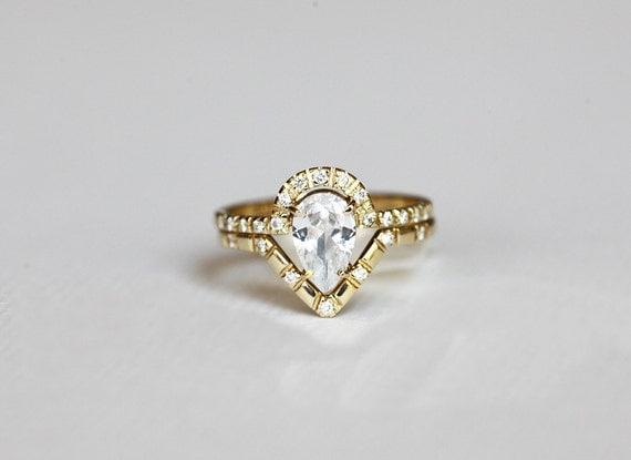 Diamond Wedding Set Pear Diamond Ring with V shaped diamond