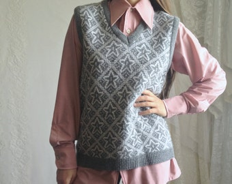 70s Gray Star Sweater Vest // Vintage Bobbie Brooks Grey Sleeveless V-Neck Sweater // Size: S/M