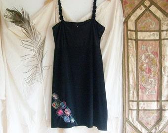 SALE ! la petite noire - a fancy little black slip dress with delicate embroideries