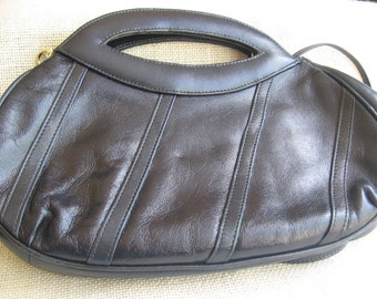 Vintage Navy Blue Pappagallo Purse Made in Korea Clasp Close Black Lining Shoulder Strap MyVintageTable