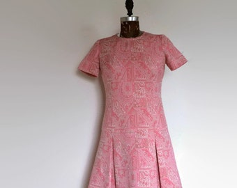 Vintage Mod DRESS | Paisley in Pink and Tan w/White | Small-Medium