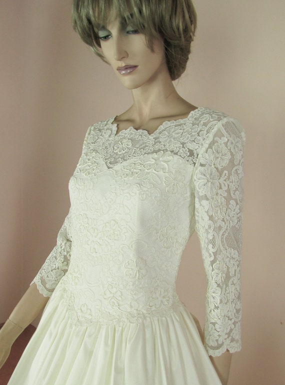 Vintage wedding Dress 90's Bridal gown from 1990s Lace