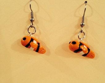 Swimming clownfish