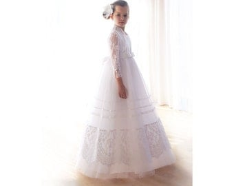 White lace flower girl dresses