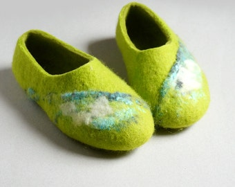 Felted women slippers, Home shoes,  Valenki - Green green!