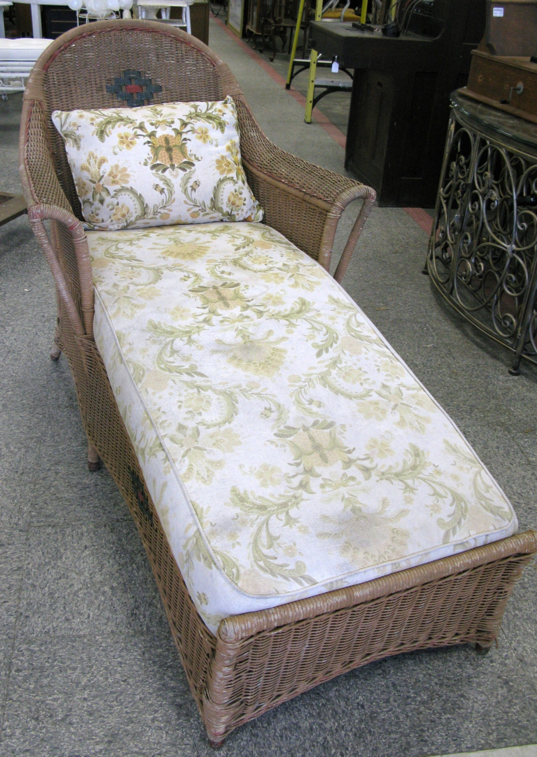 Antique vintage wicker day bed chaise lounge by findmichael for Antique wicker chaise
