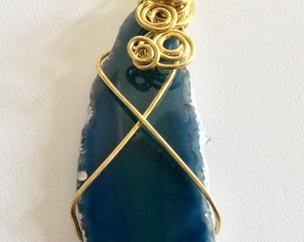 Blue wrapped agate stone pendant necklace.
