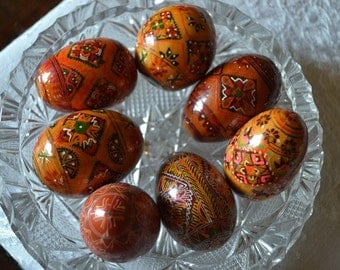 African wooden eggs hand painted with lovely drawings and colours( a lot of 7) afr.11