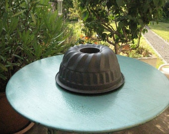Vintage Anthracite Colored Cake Mold.