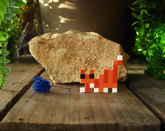 Mitted tabby Pixelpet hunting cat brooch